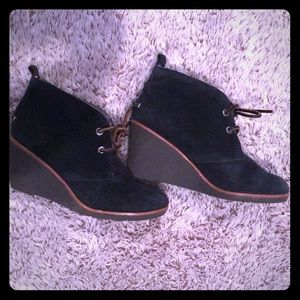 Toms Black suede wedge size 6